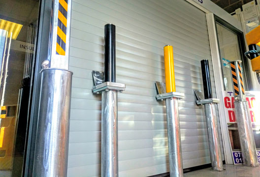 retractable security bollards photo